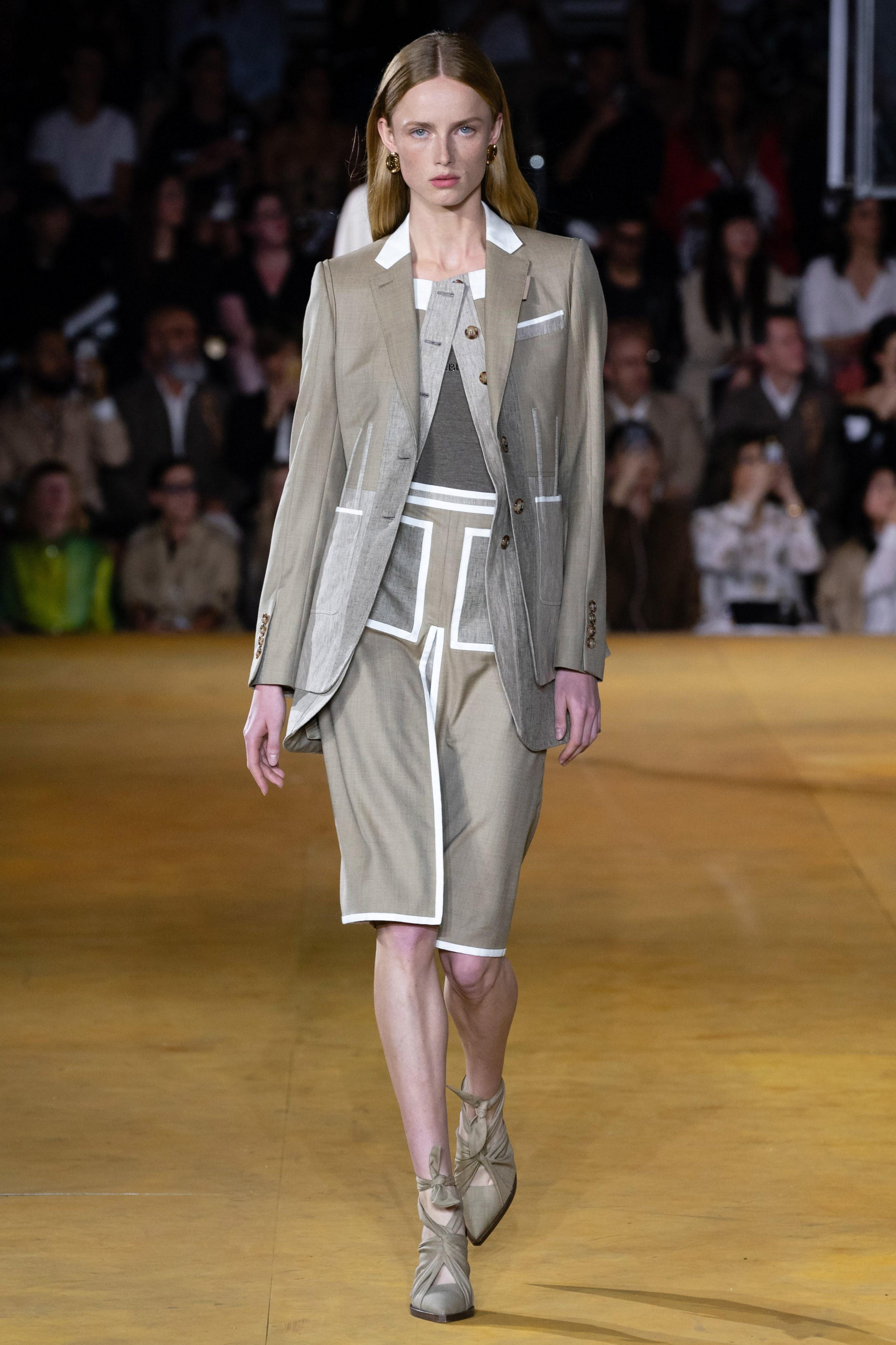 bộ suit nữ burberry xuân hè 2020