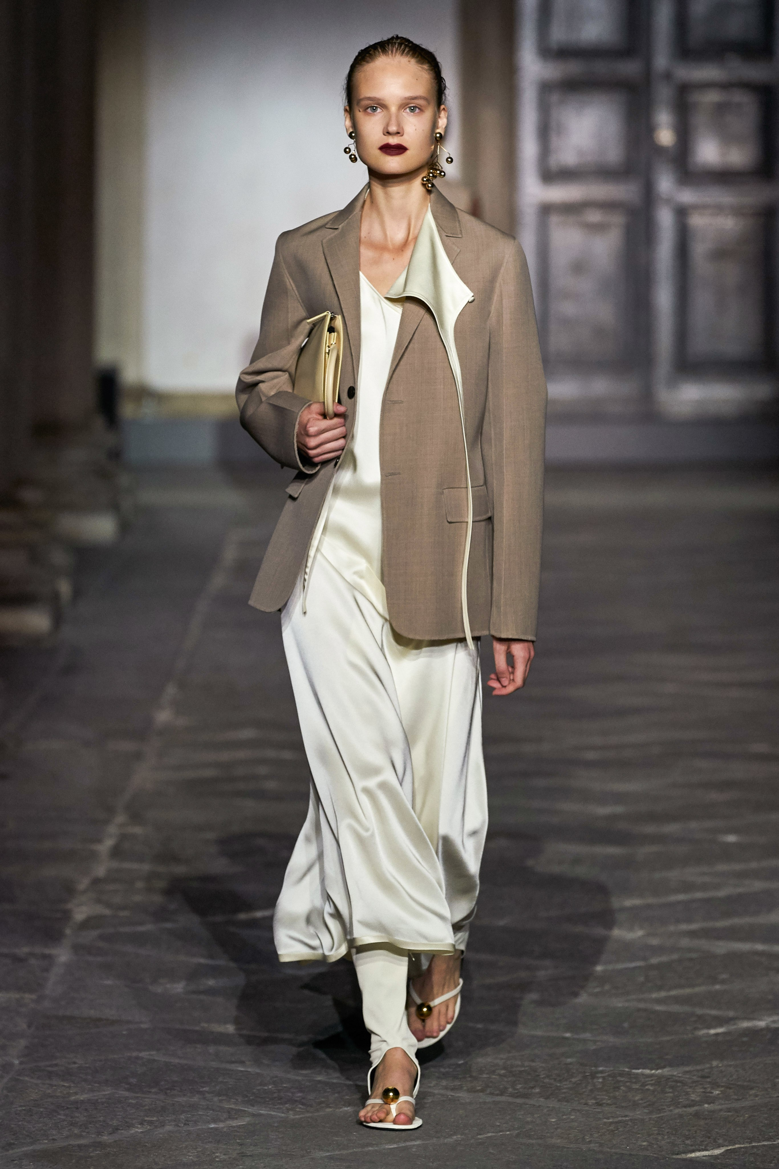 đầm và áo blazer nâu jil sander xuân hè 2020
