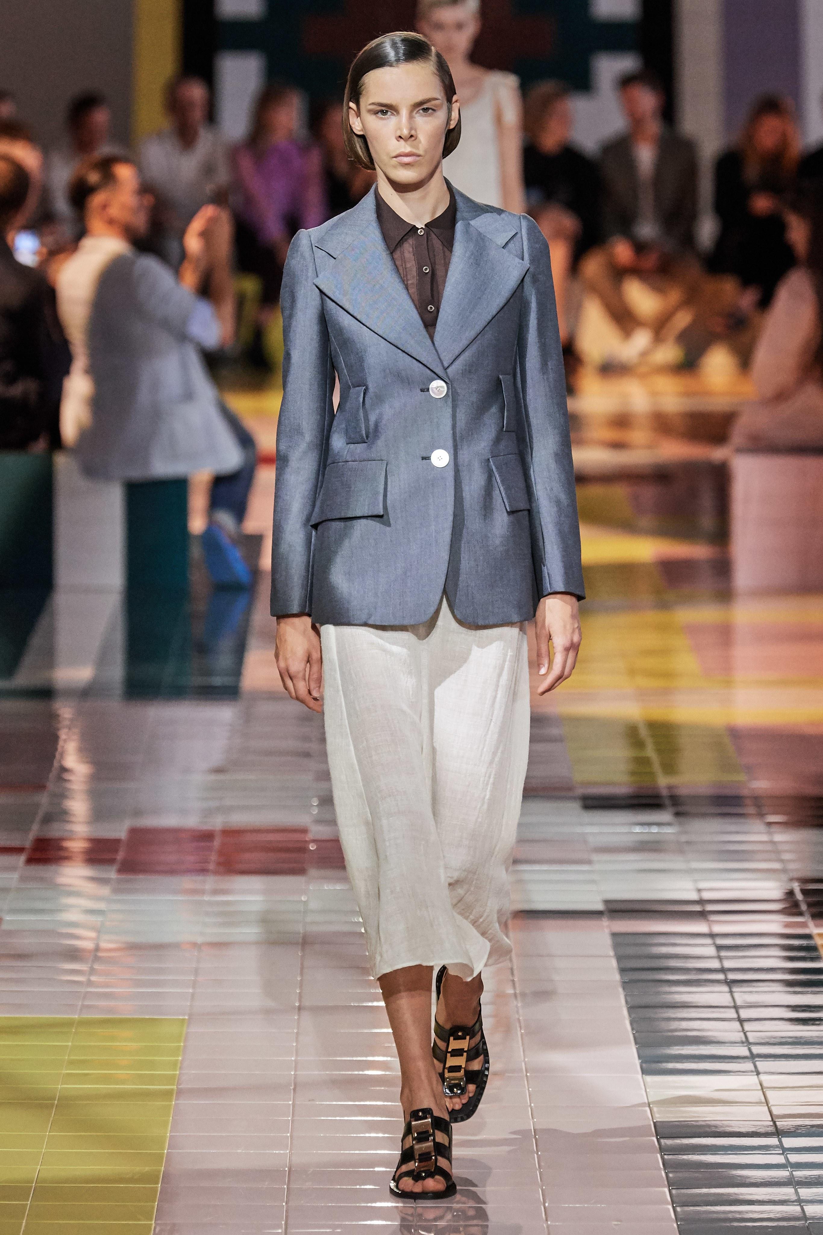 áo vest và chân váy prada