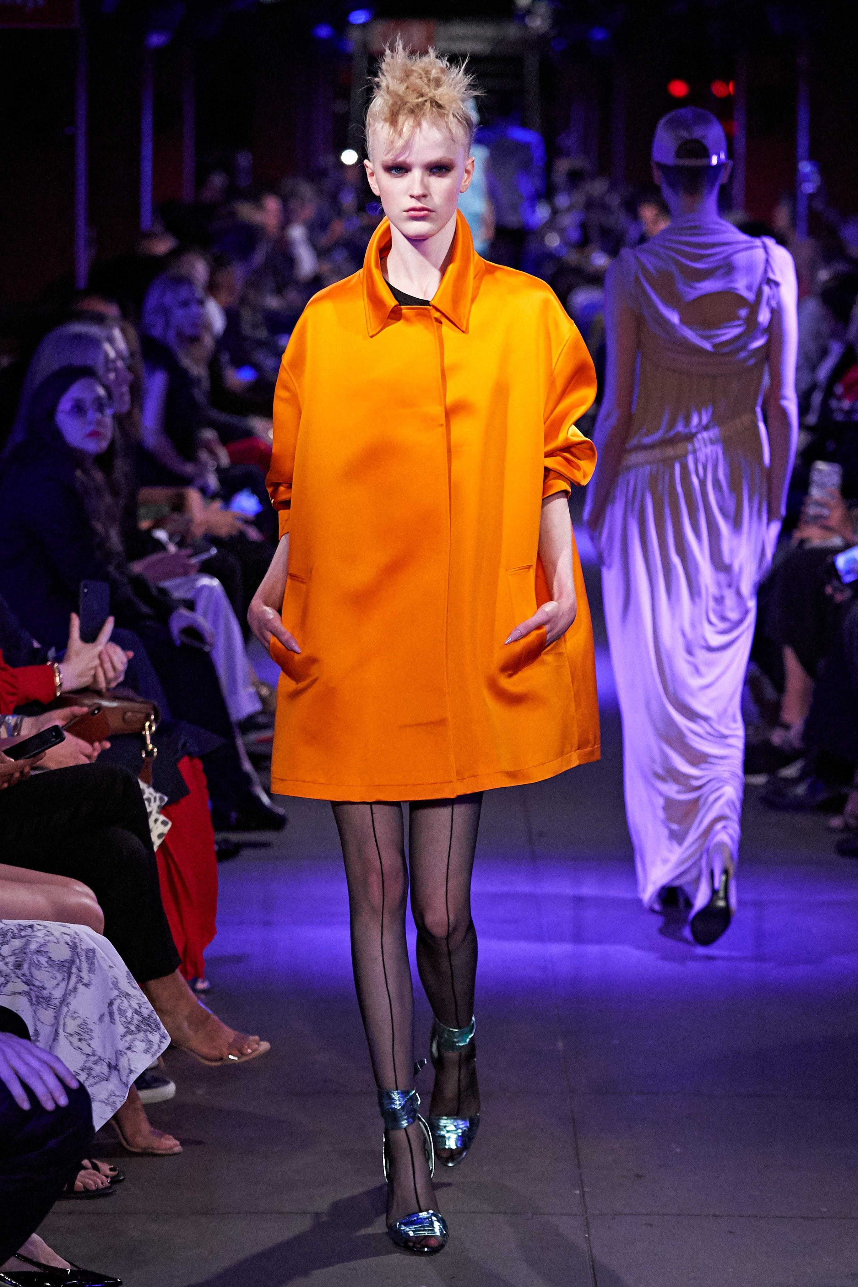 áo màu cam neon bst tom ford xuân hè 2020