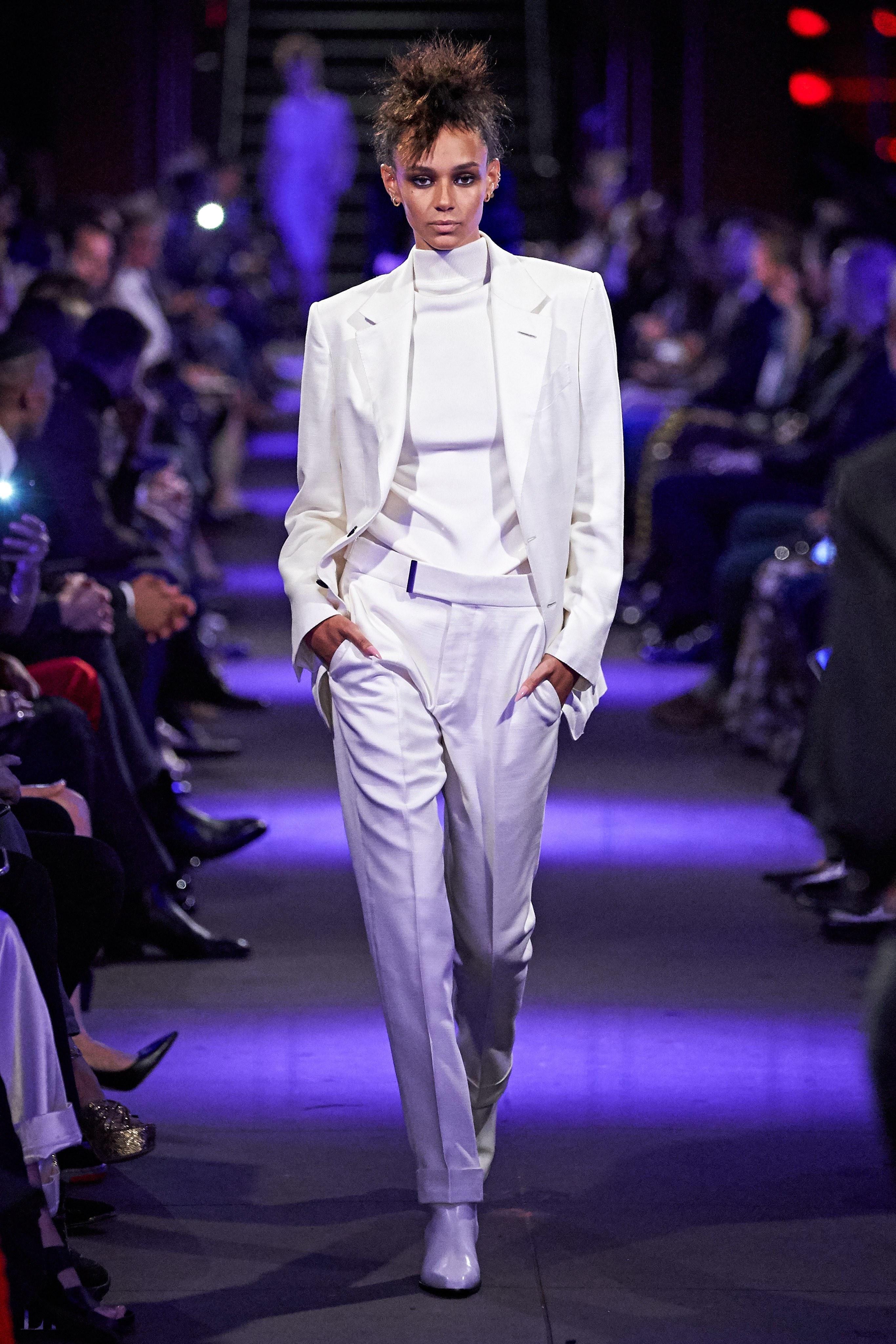 bộ suit màu trắng bst tom ford xuân hè 2020