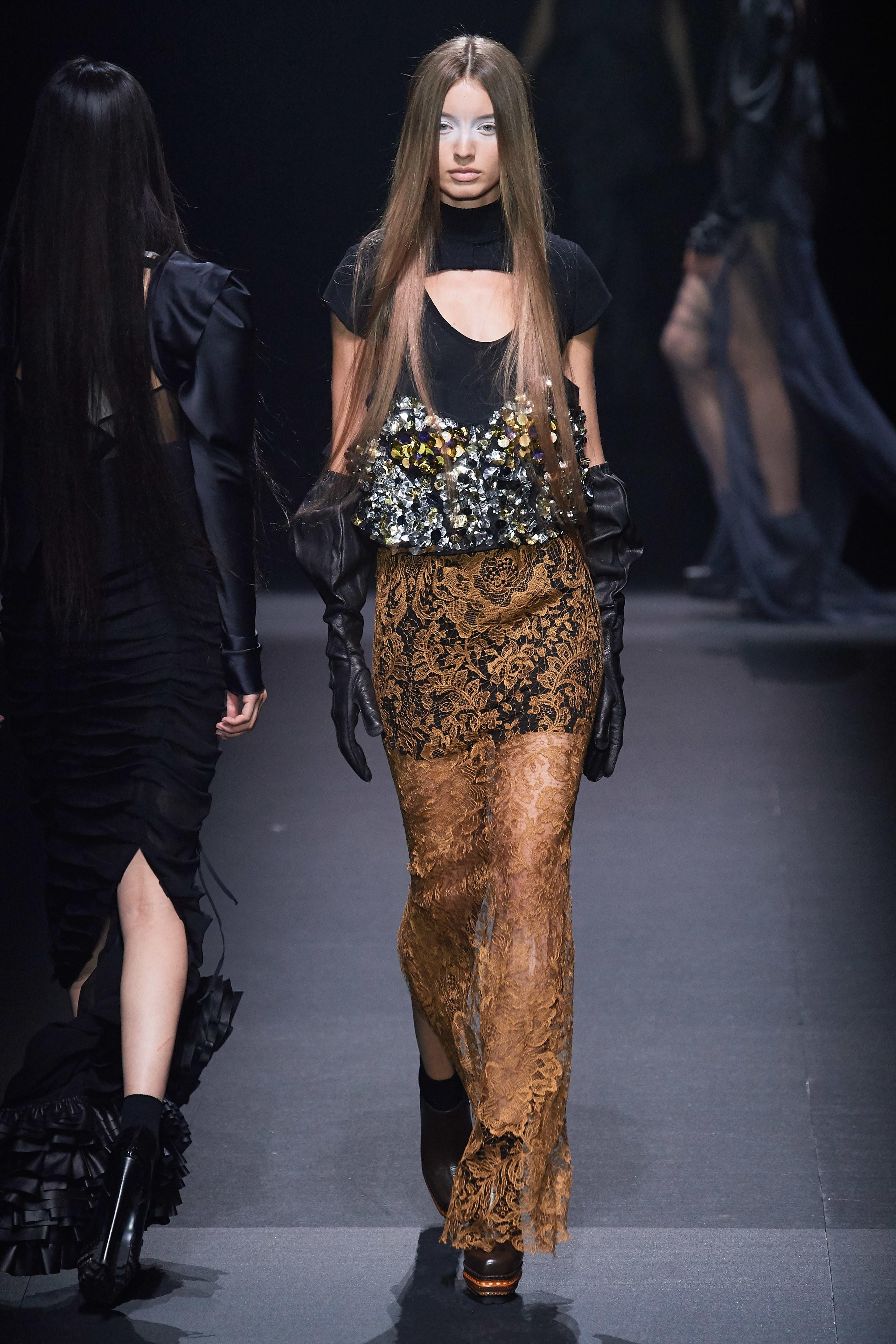 chân váy voan vera wang xuân hè 2020