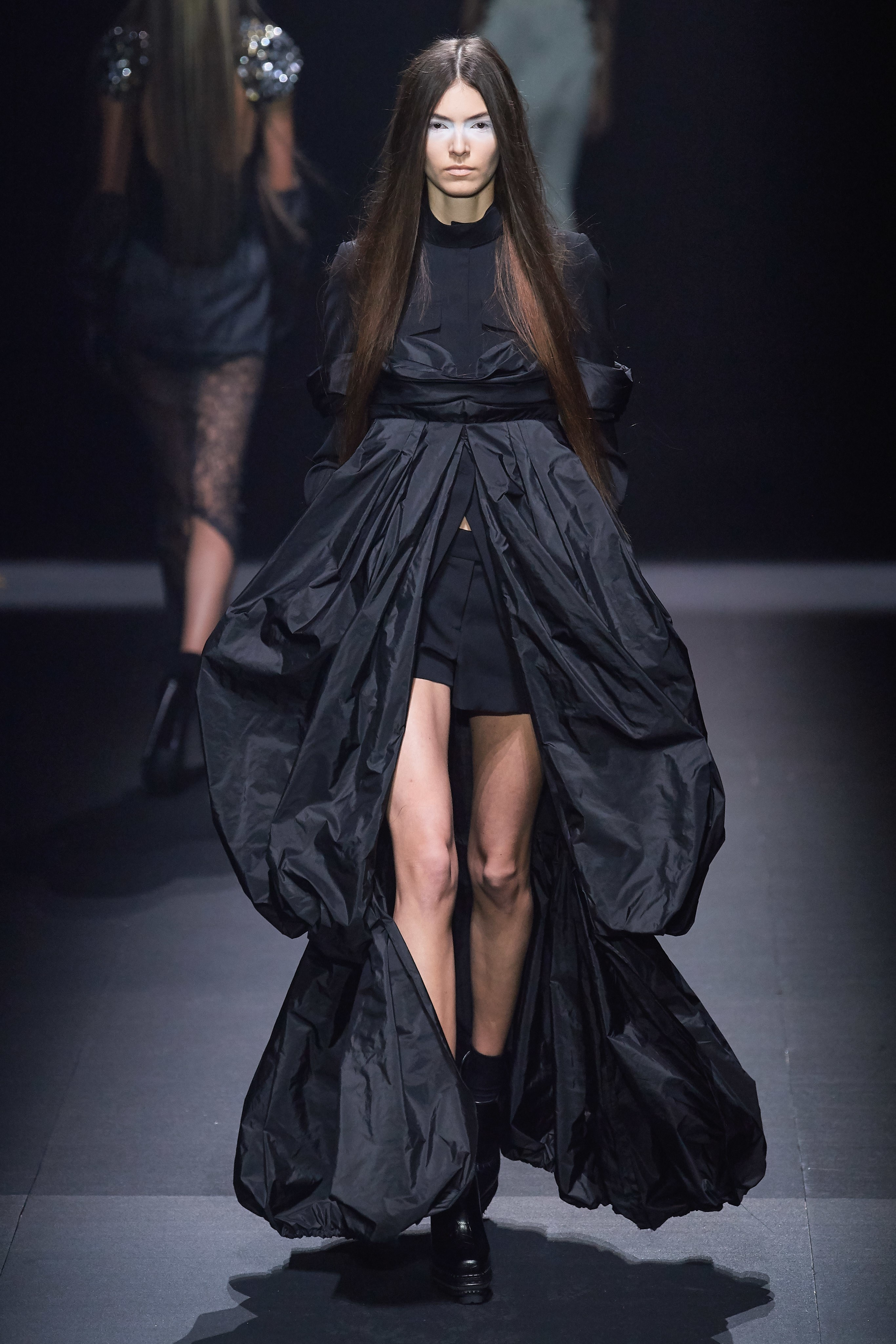 đầm đen vera wang xuân hè 2020