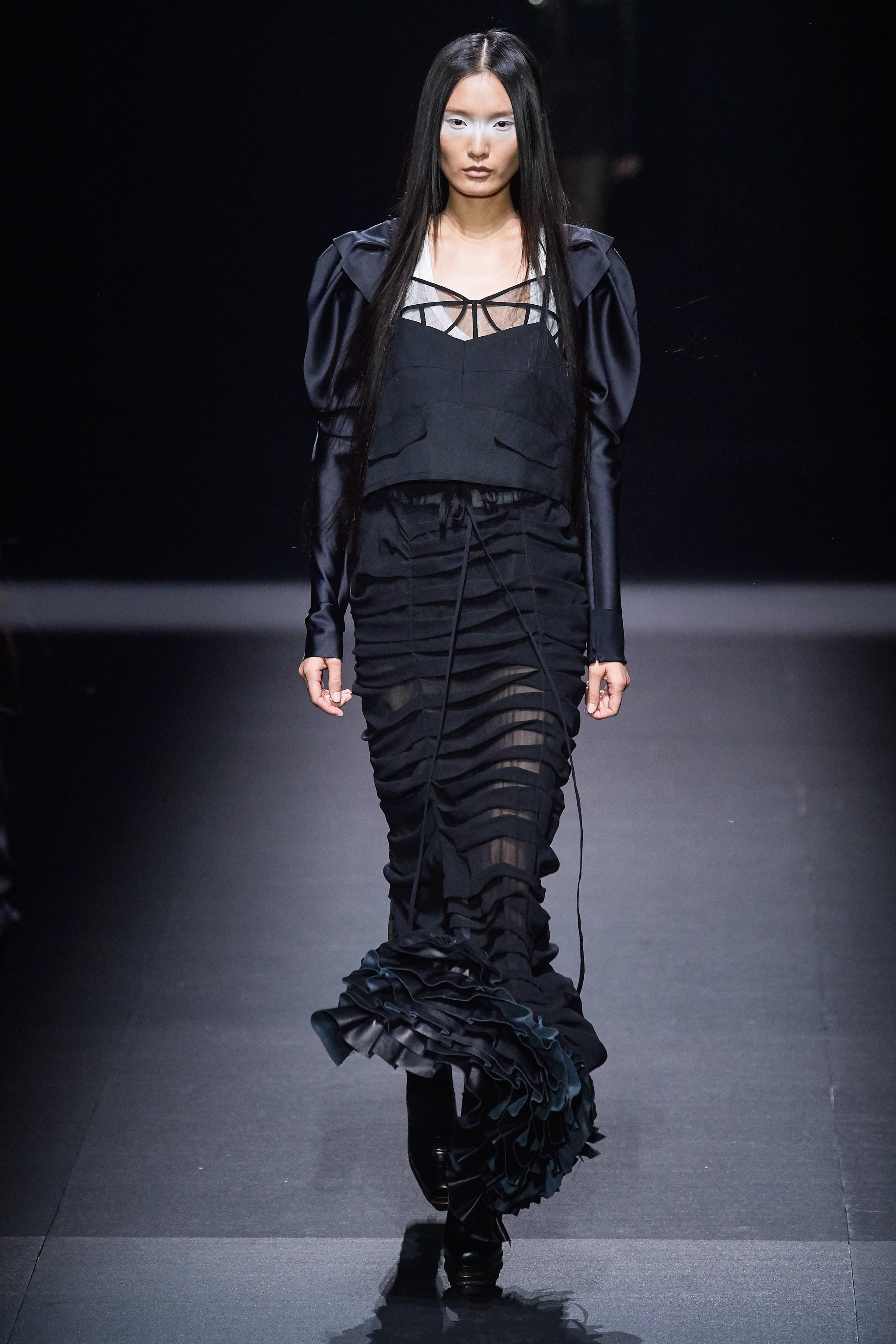chân váy xếp tầng vera wang xuân hè 2020