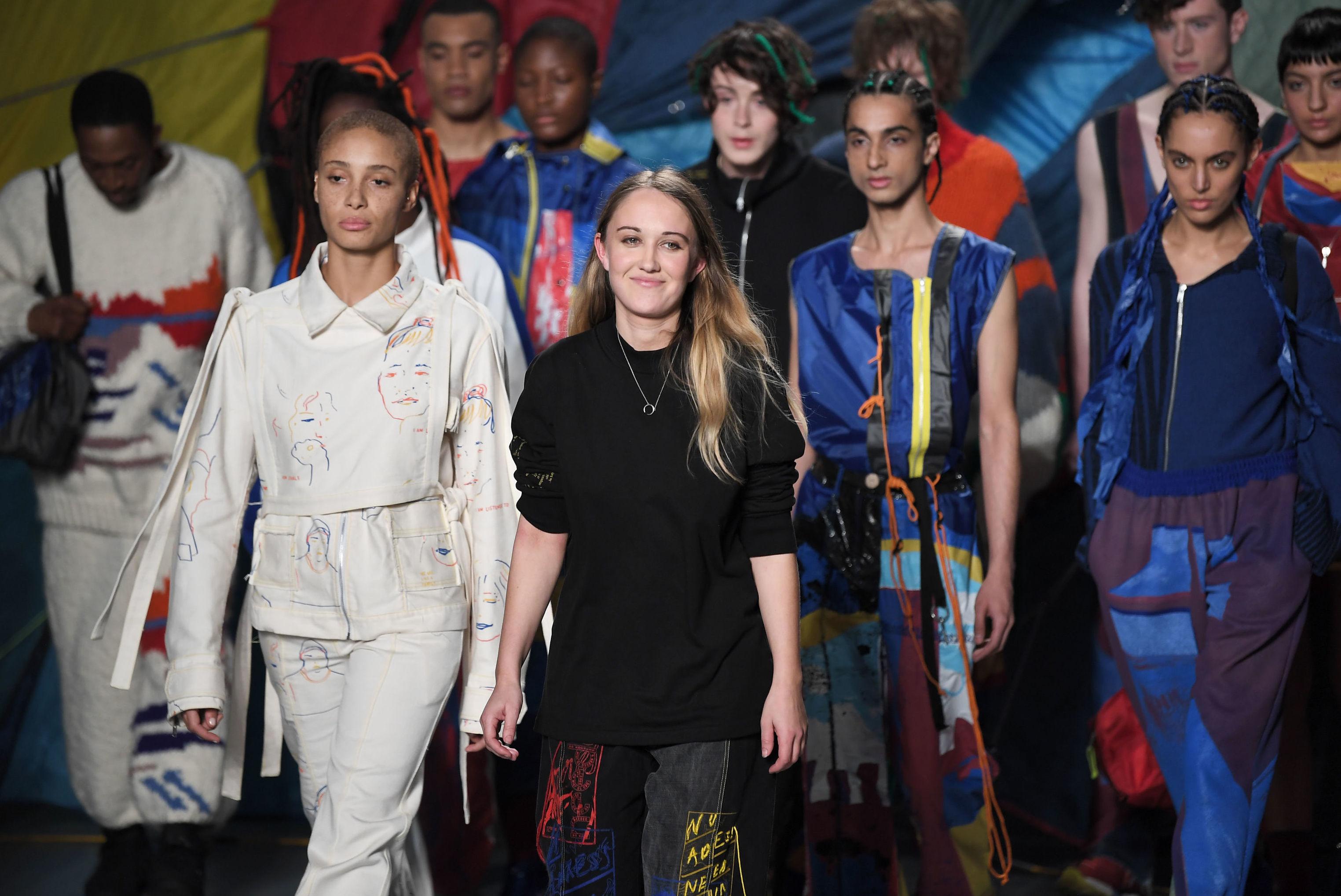 """Buổi trình diễn BST của NTK Bethany Williams tại triển lãm """"A New Awareness"""" trong khuôn khổ Tuần lễ thời trang Milan Xuân - Hè 2020."""