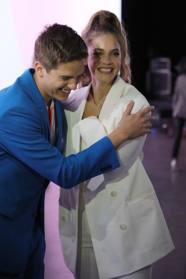 Barbara Palvin và Dylan Sprouse tại show Boss - tuần lễ thời trang Milan Xuân - Hè 2020