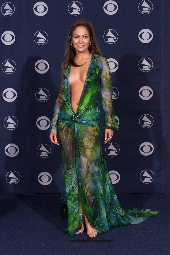Thiết kế nguyên bản được nữ ca sỹ diện trong đêm lễ trao giải Grammy năm 2000.