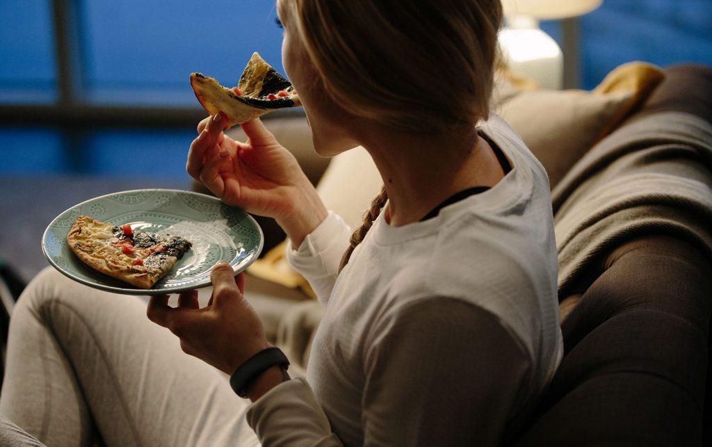 cô gái bữa ăn khuya