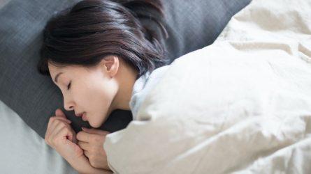 5 bài tập thể dục nhẹ nhàng giúp bạn ngủ ngon hơn