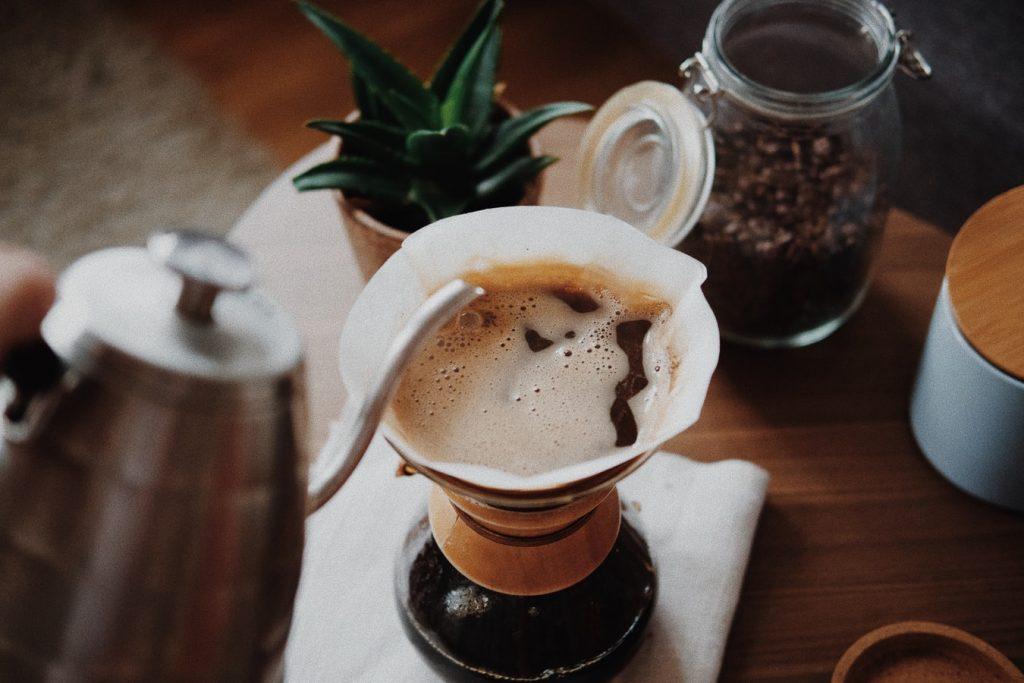 Đừng để da khô vì những thức uống caffein.