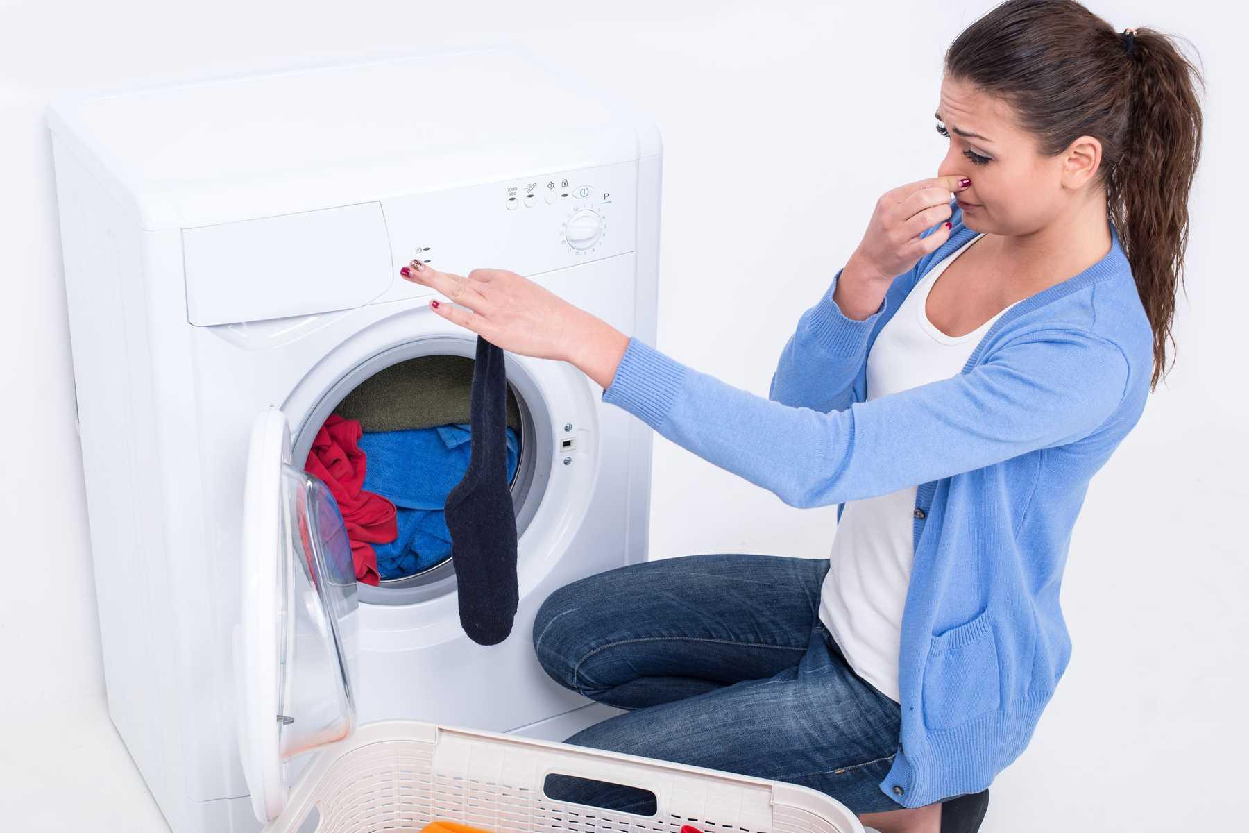 Đừng để quần áo quá lâu trong máy giặt