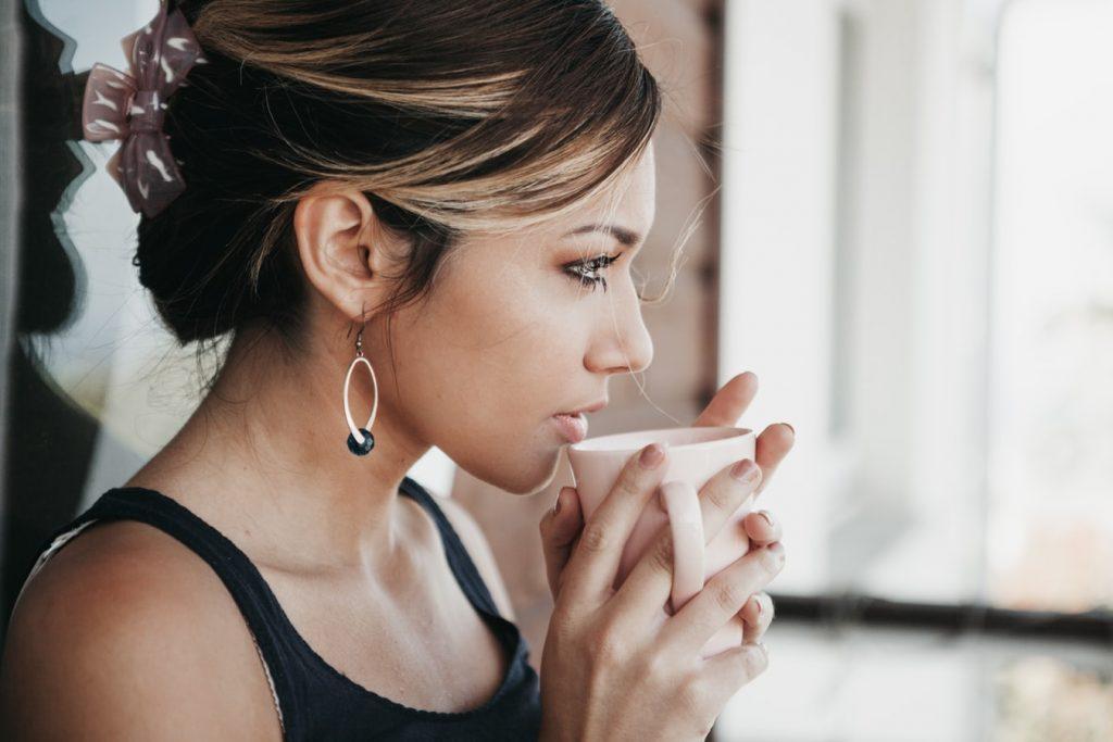 uống một ly nước ấm - kéo dài tuổi thọ