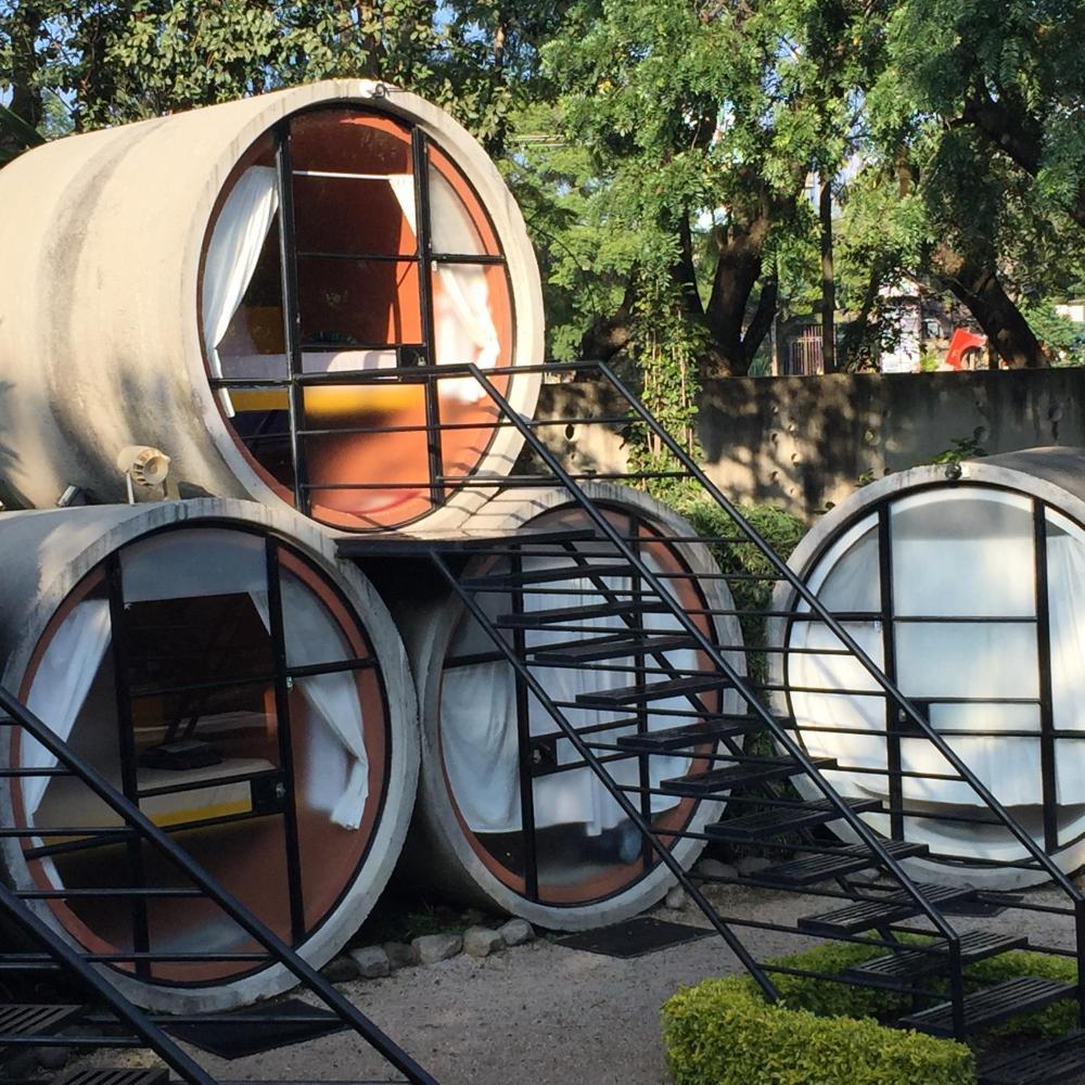 khách sạn bằng ống 2
