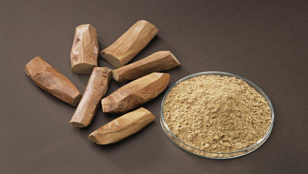 Nhuỵ hoa nghệ tây với bột đỗ đàn hương cùng sữa tươi giúp trị mụn, sẹo hiệu quả
