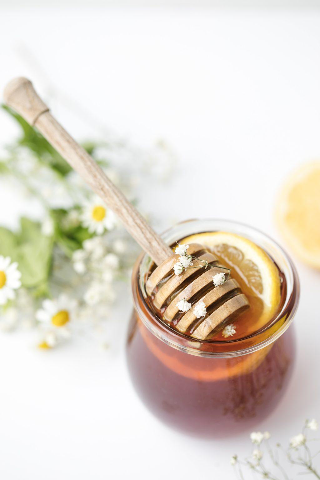 Nhuỵ hoa nghệ tây với mật ong tẩy tế bào chết