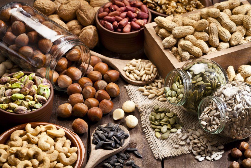 Các loại hạt như hạnh nhân, hạt điều chứa chất béo lành mạnh, tốt cho chế độ ăn kiêng