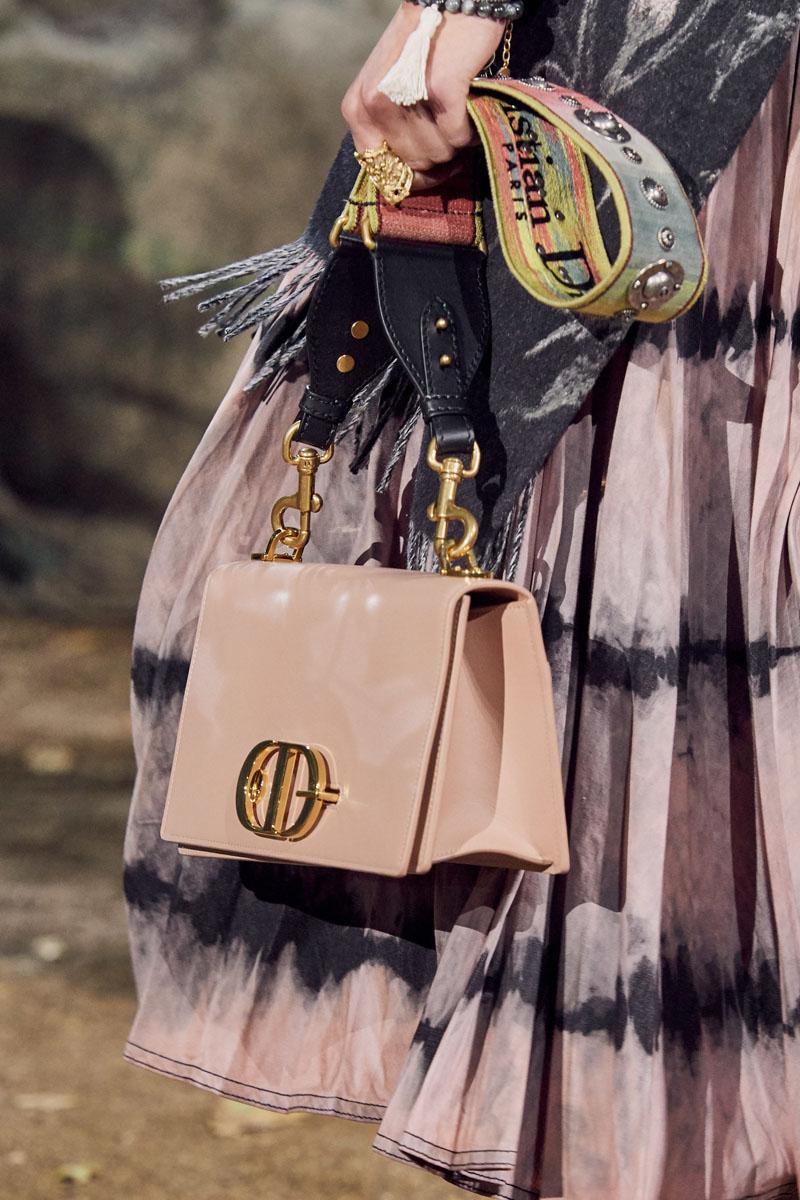 túi xách màu hồng bằng da của dior