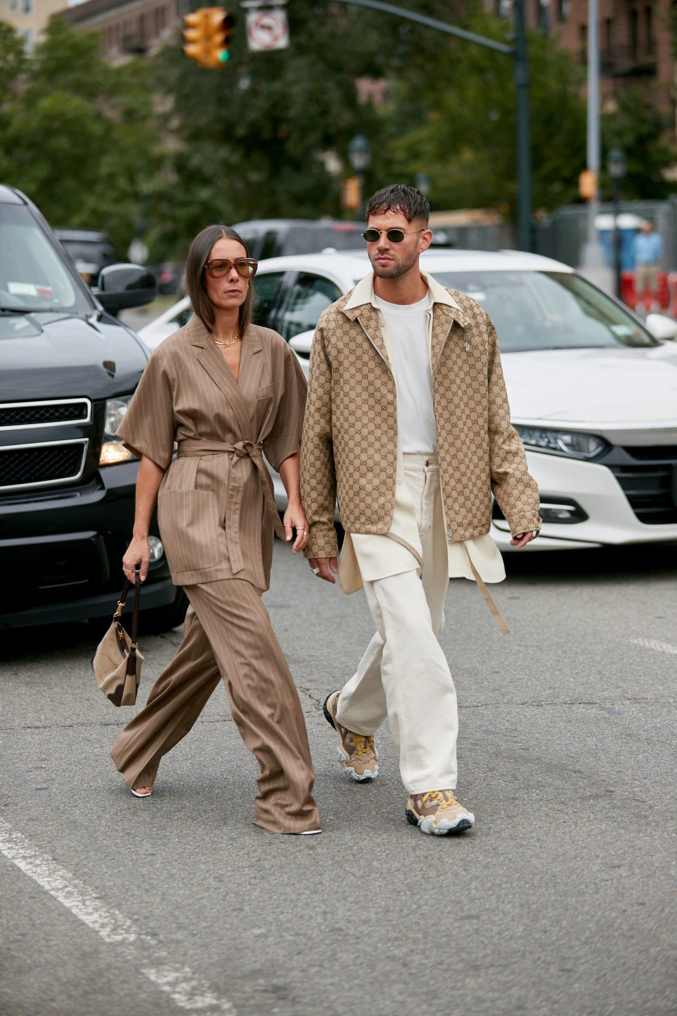 blazer và thắt lưng cùng màu trong street style Tuần lễ thời trang Xuân - Hè 2020