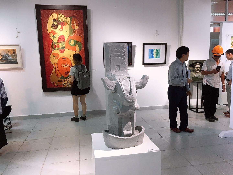 tác phẩm trưng bày trong triển lãm
