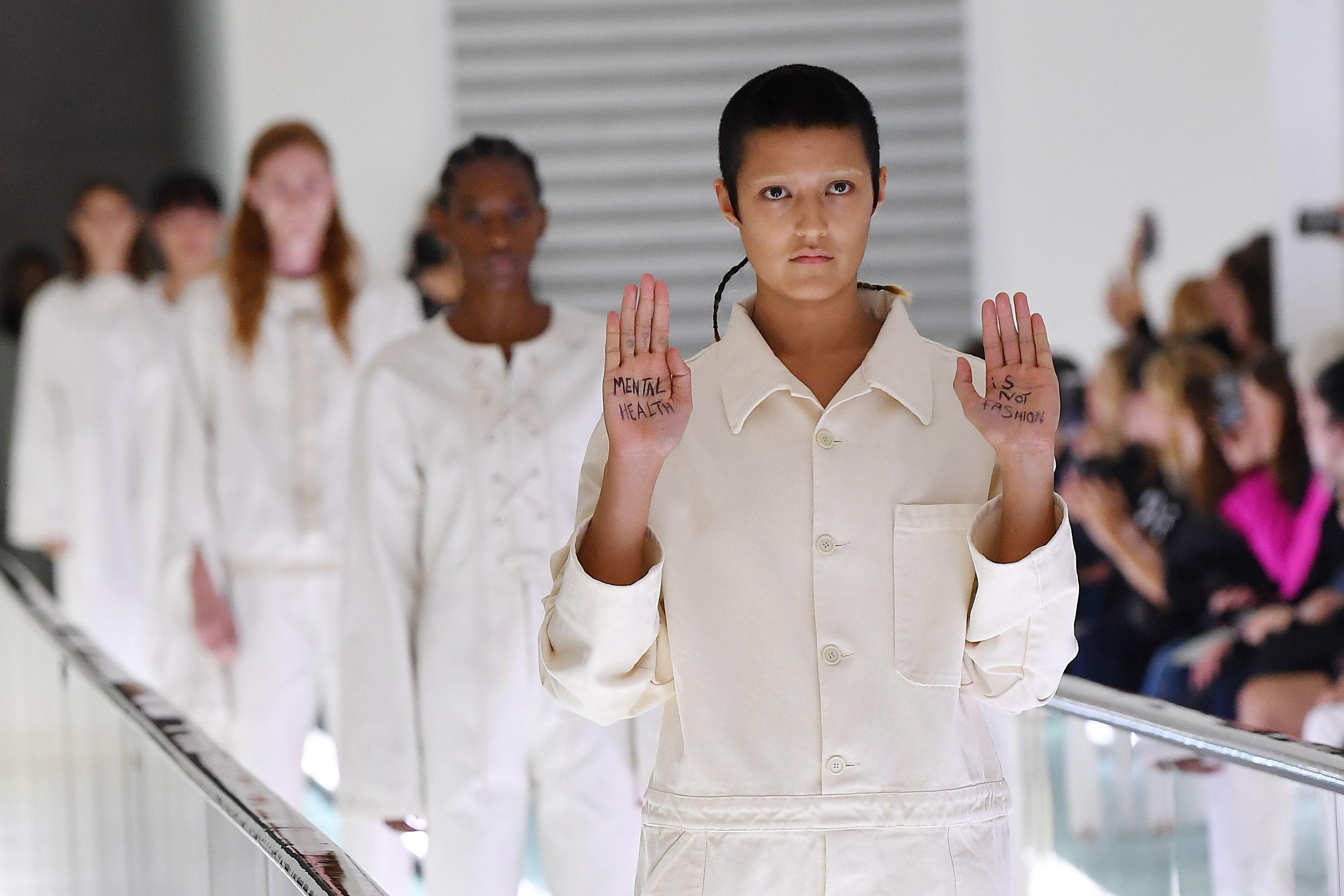 Trang phục gây tranh cãi của nhà mốt Gucci tại tuần lễ thời trang Milan xuân Hè 2020