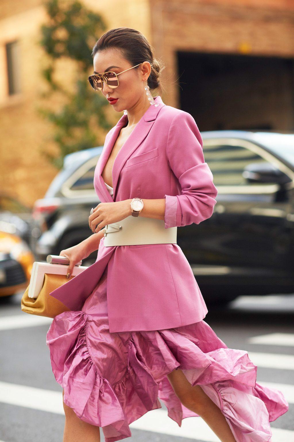 trang phục màu hồng diện tông xuyệt tông hồng