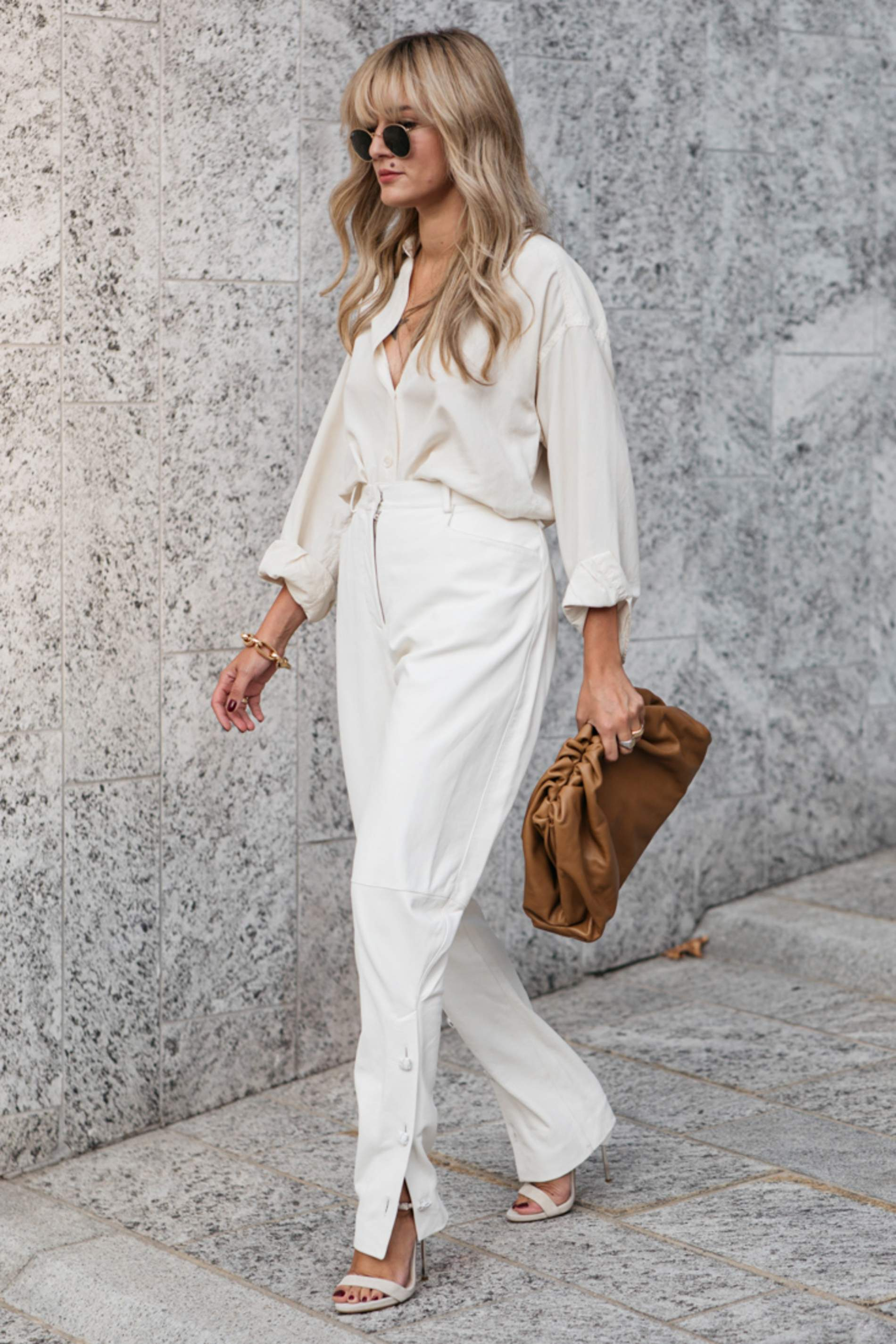 Trang phục màu trắng thể hiện tính cách nề nếp, tối giản
