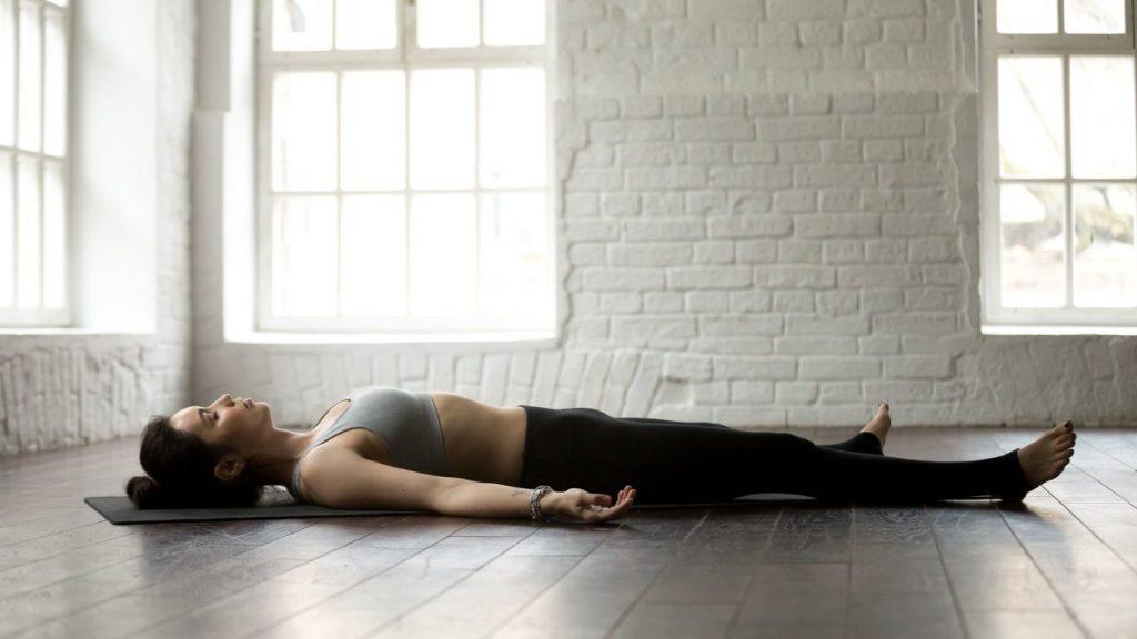 tư thế xác chết tập thể dục