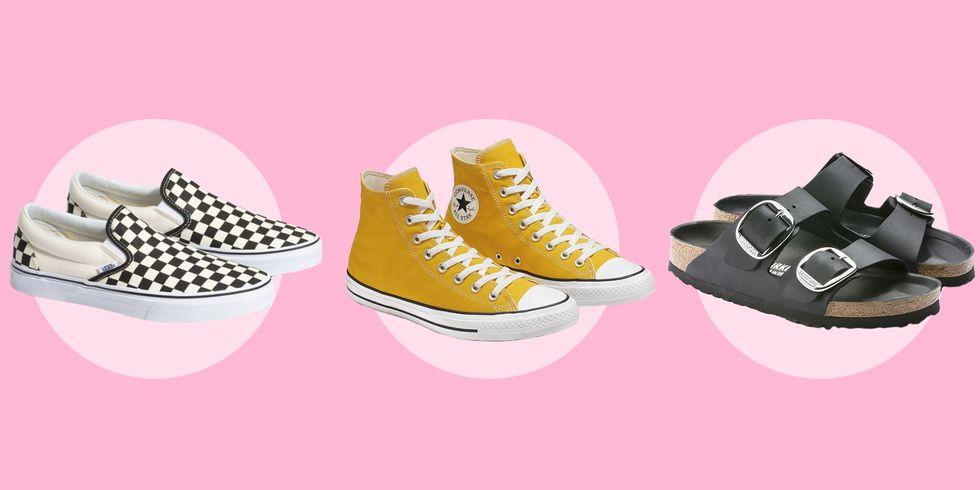 Giày vans kẻ ô bàn cờ, Converse và sandal Birkenstock là những kiểu giày phổ biến trong phong cách VSCO girl.