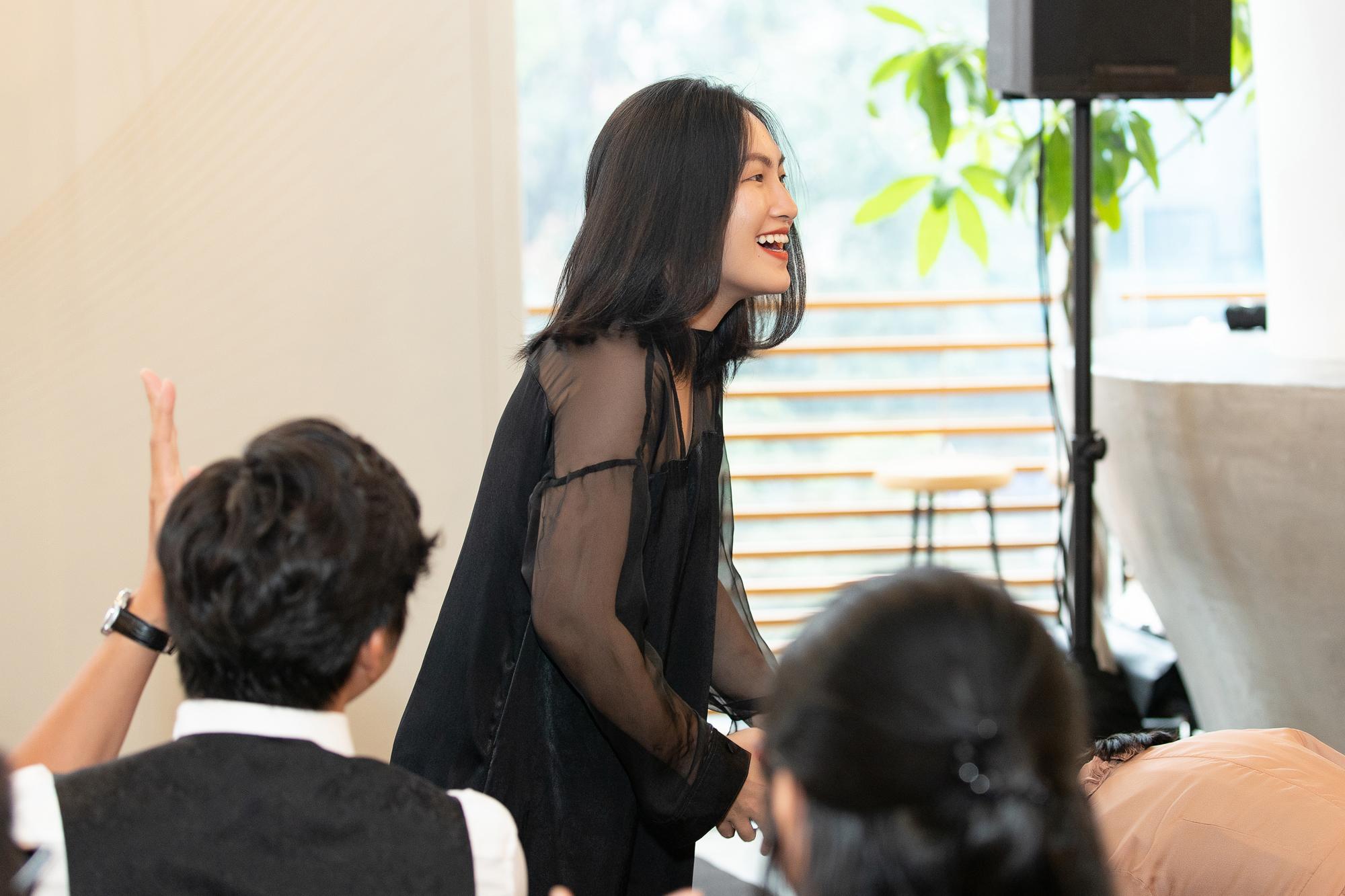 ca sĩ Nguyên Hà tại họp báo liveshow của Uyên Linh và Lân Nhã