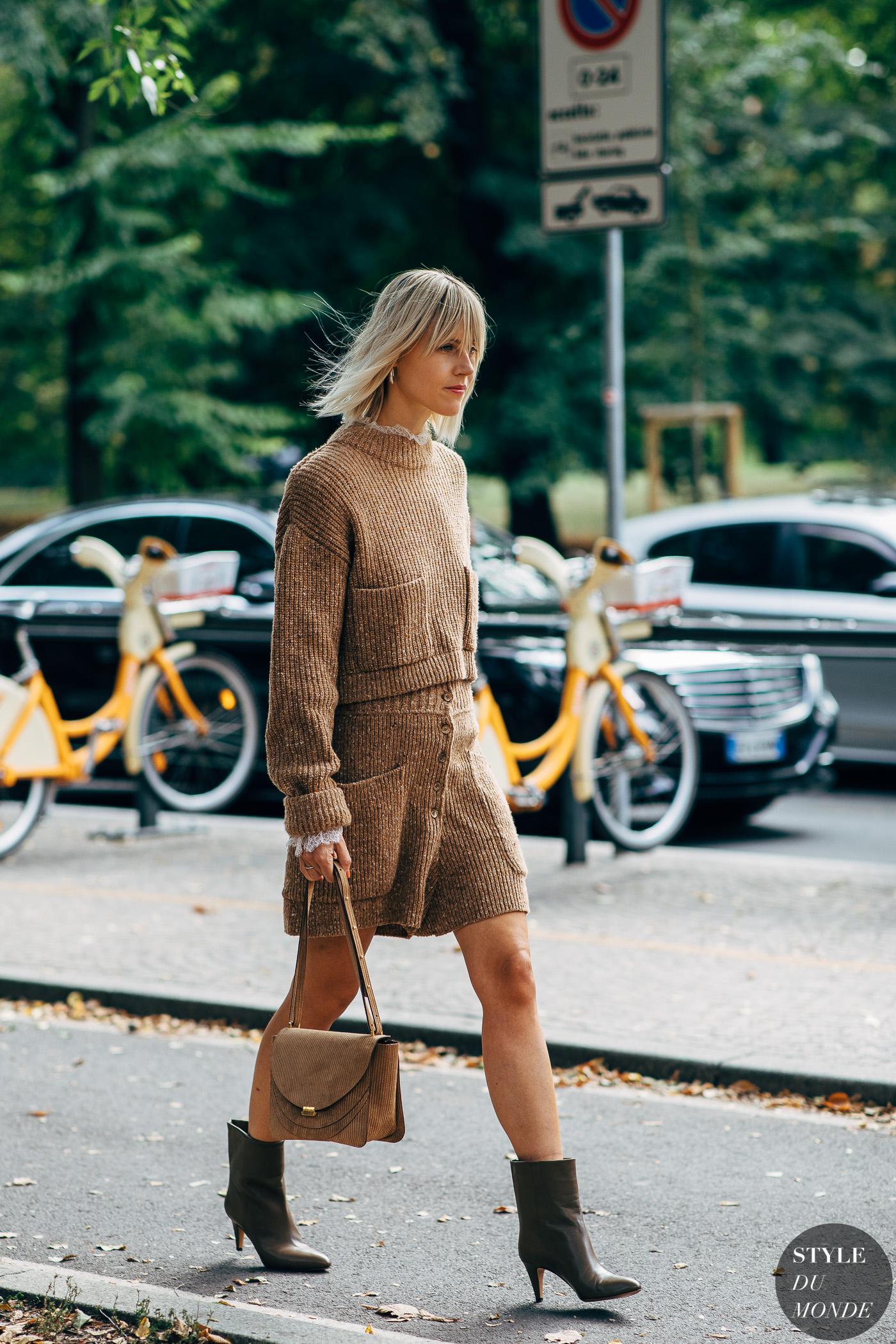 Áo và váy len nâu