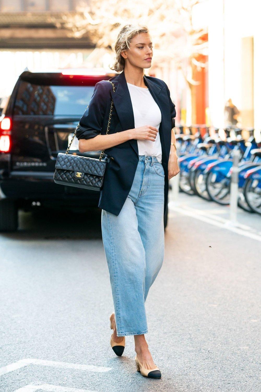 cách phối áo blazer thanh lịch cùng jeans ống rộng