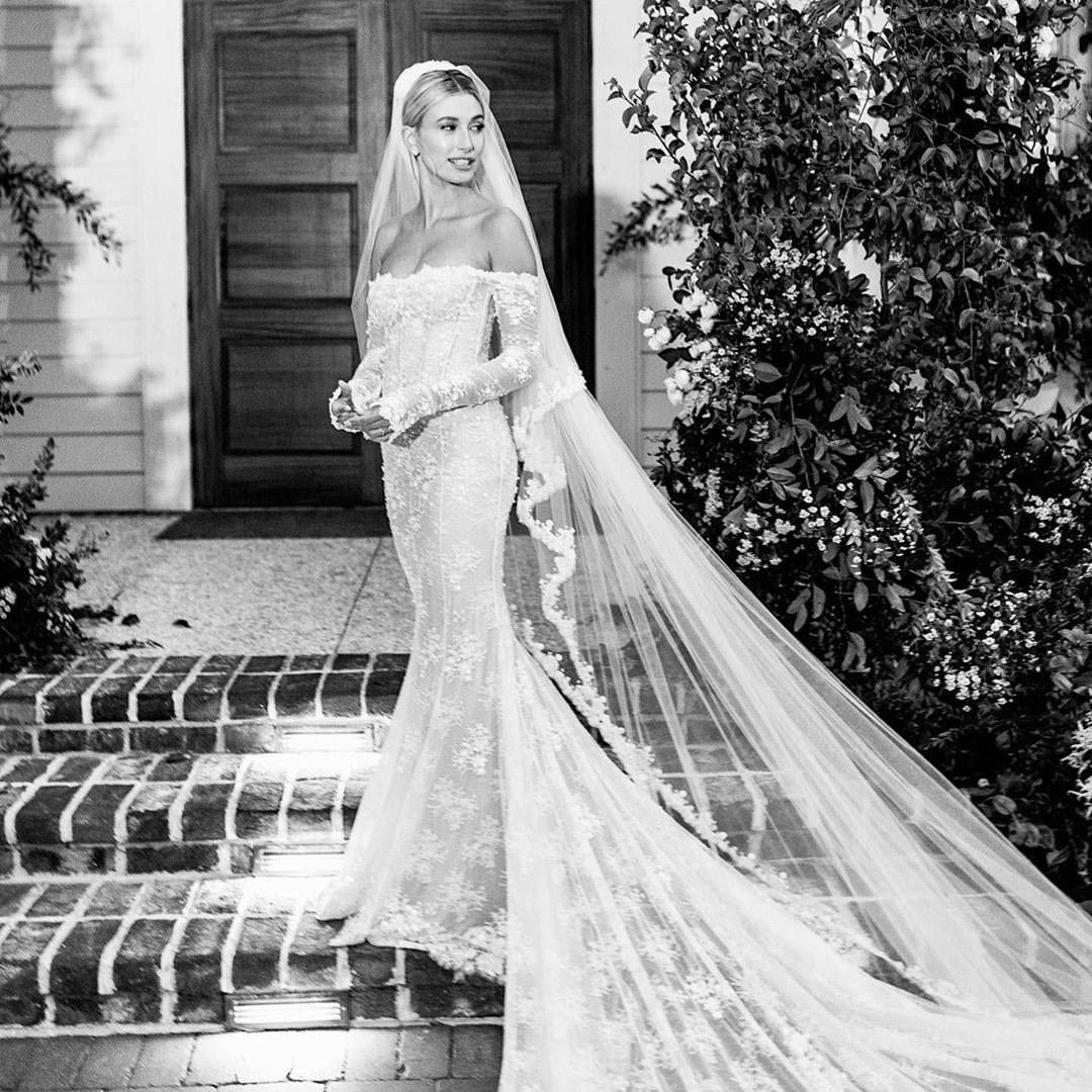 Áo cưới của Hailey Bieber
