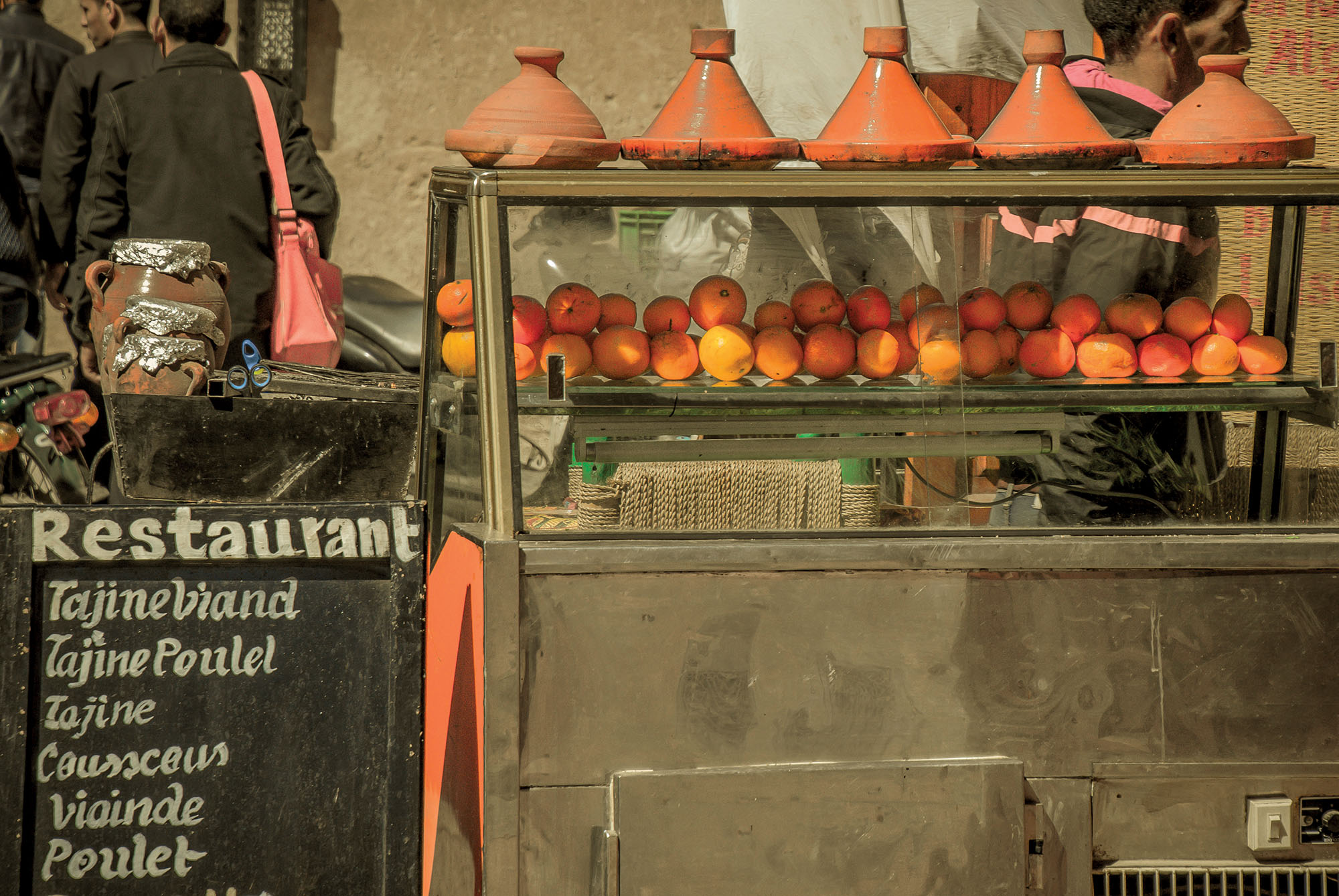 Morocco du lịch một quán ăn ven đường