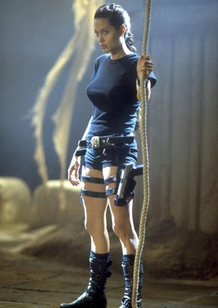 Agelina Jolie trong Lara Croft Tomb Raider 2001