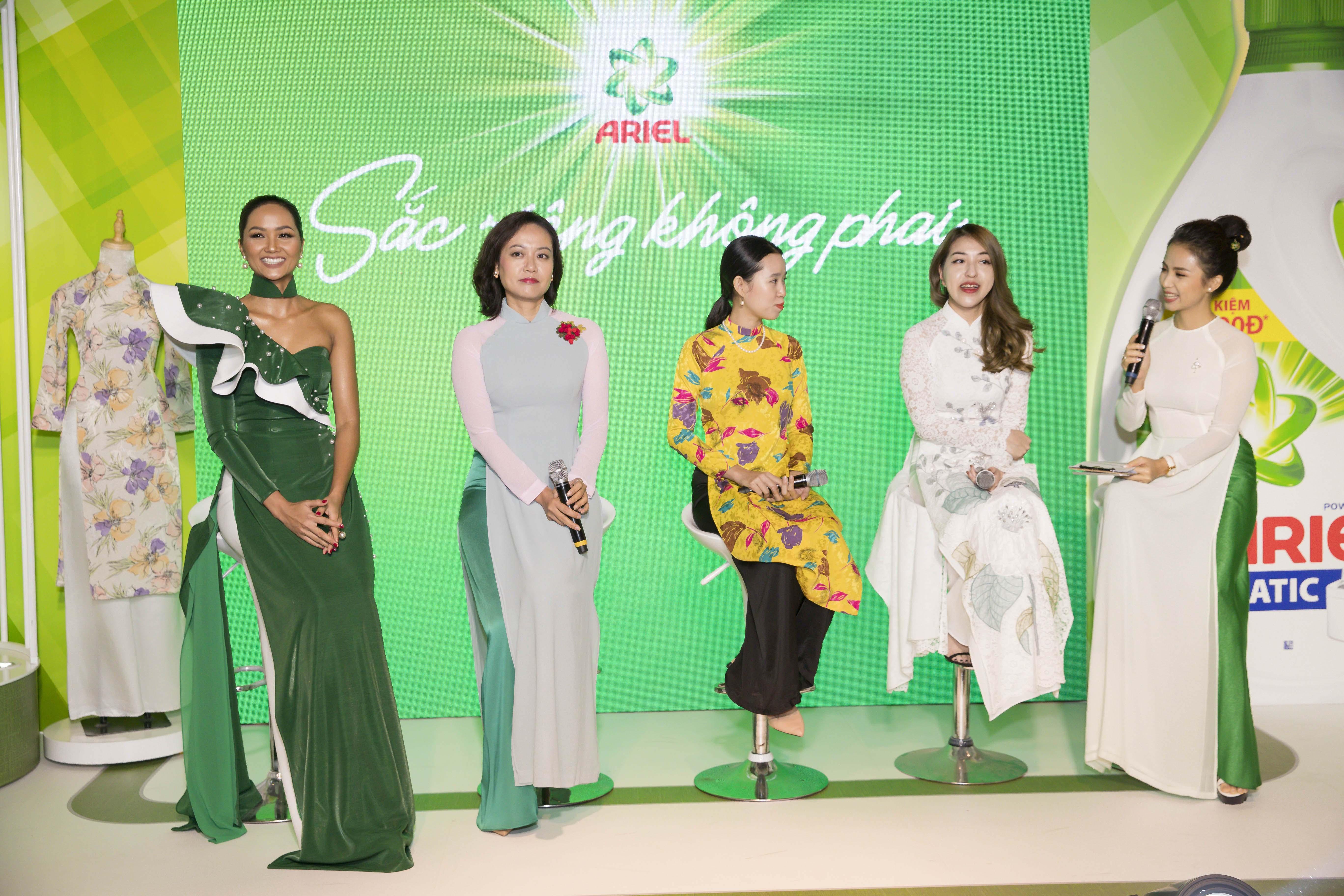 Hoa hậu H'Hen Nie và đạo diễn Hồng Ánh và Blogger Lê Ngọc , nhà văn Phan Ý Yên chia sẻ câu chuyện