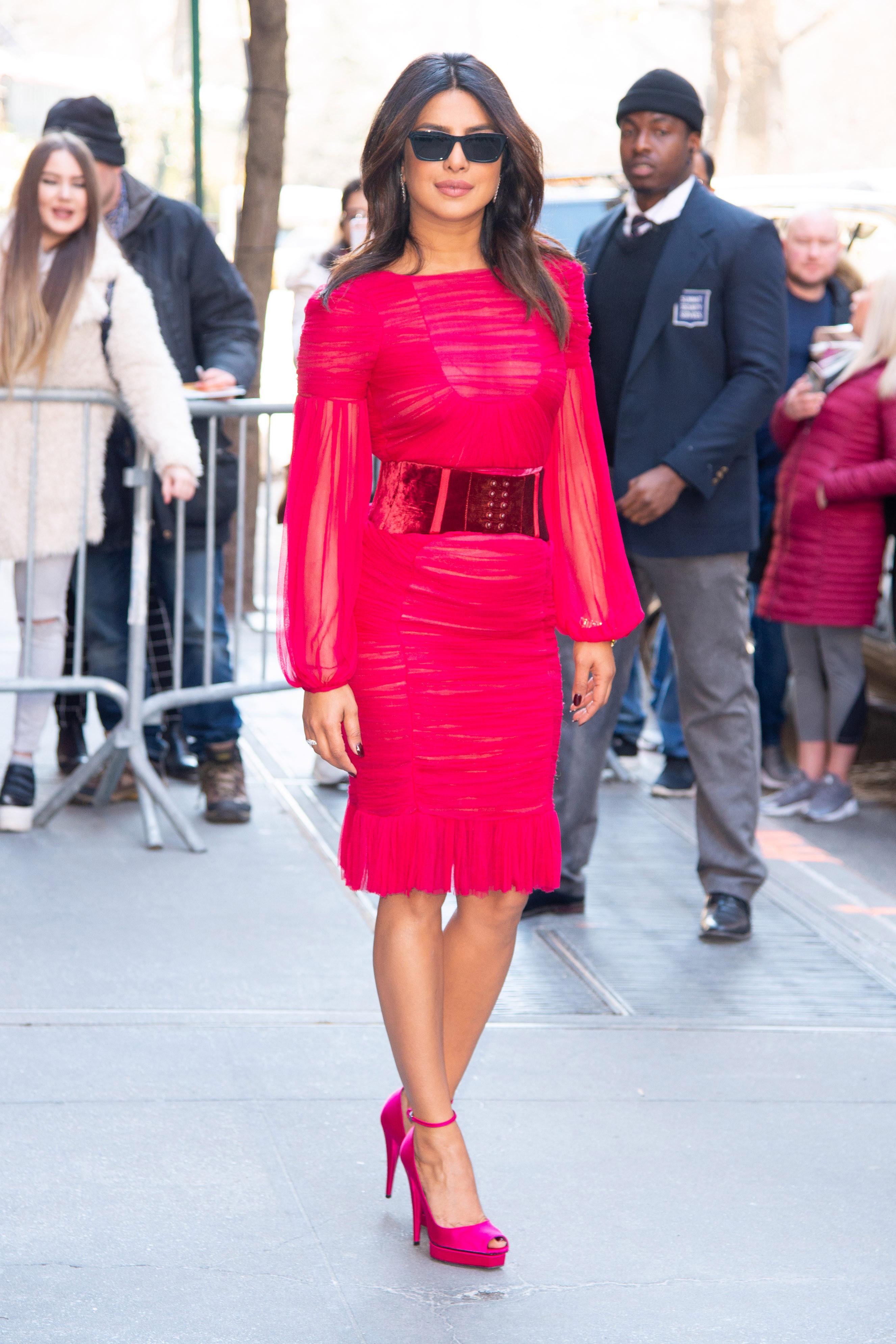 Priyanka Chopra diện thời trang vintage - tom ford 2011