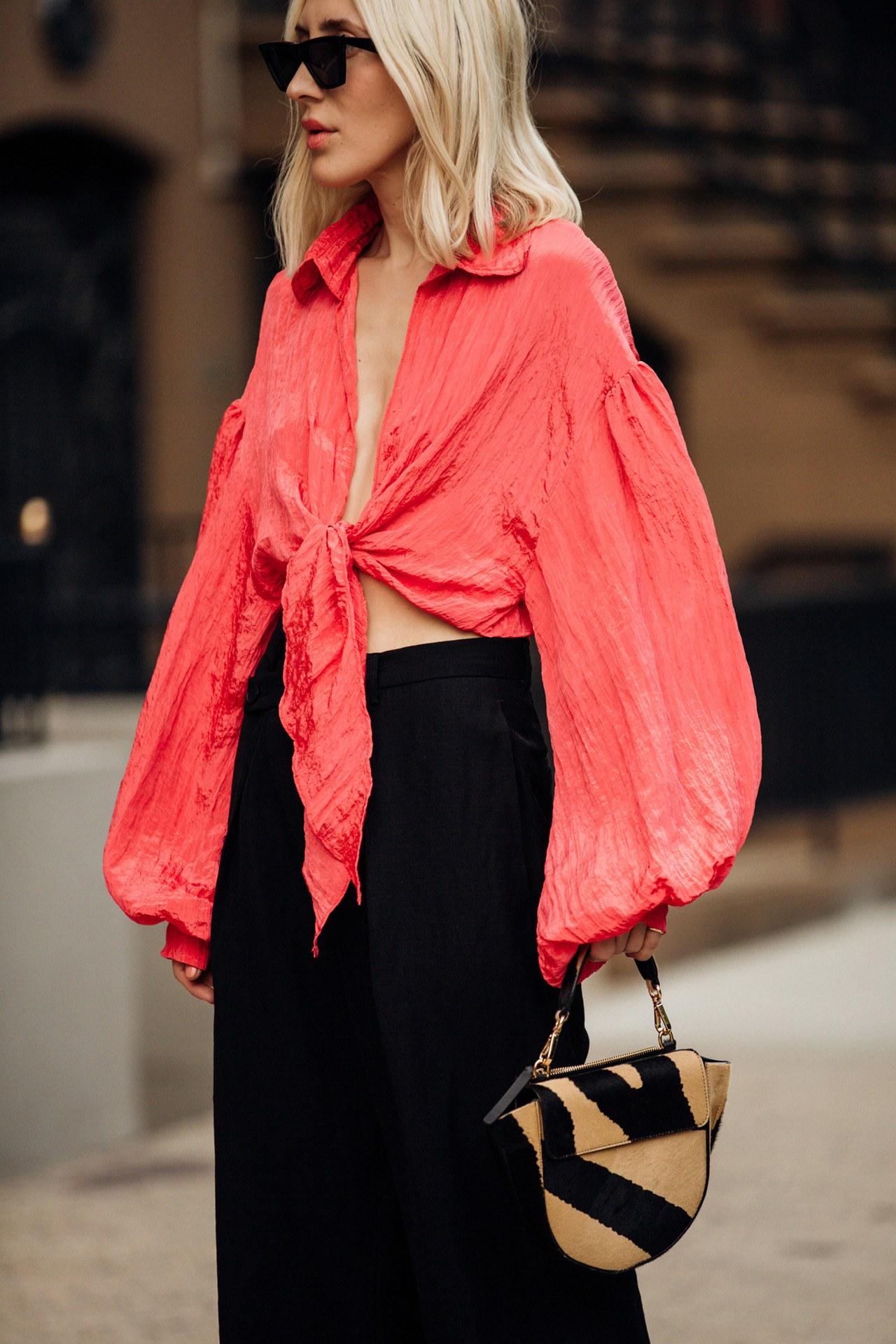 áo buộc vạt màu hồng san hô túi dior