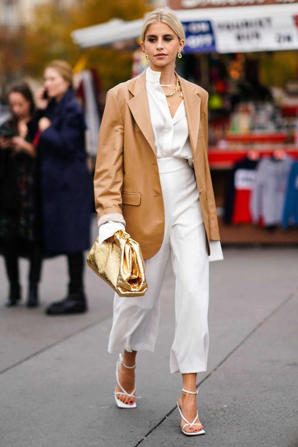 Áo khoác da dáng dài màu be