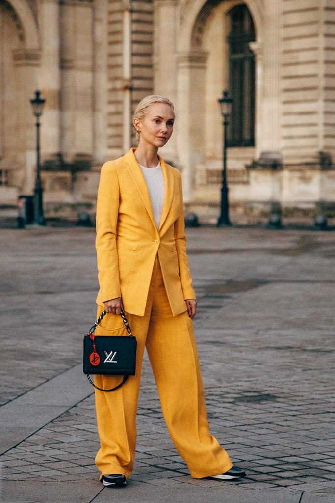 suit màu vàng thời trang cung hoàng đạo túi louis vuitton