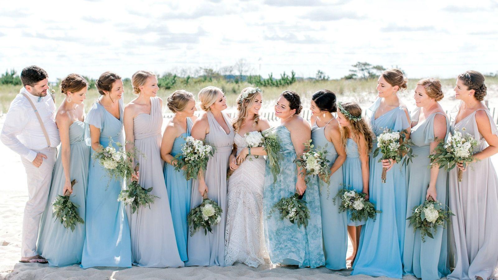 Bí quyết chọn đầm dự tiệc cưới bên bãi biển