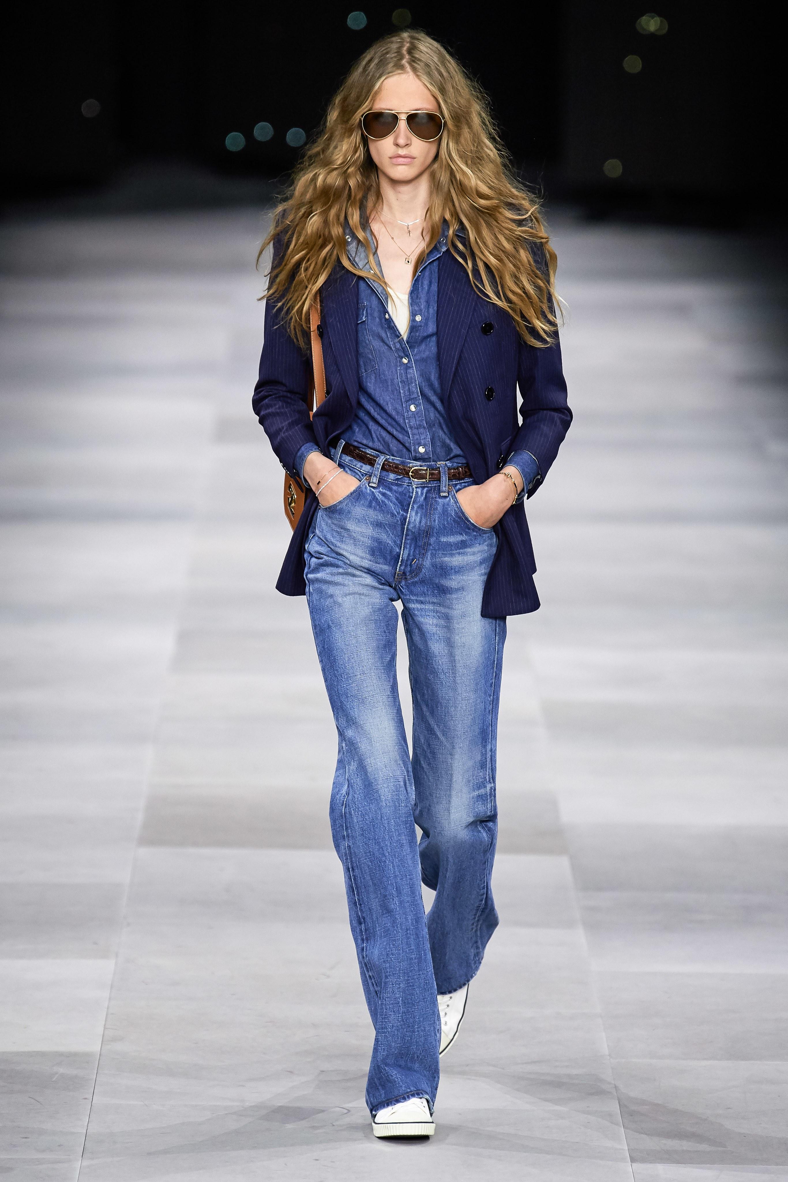 quần jeans ống rộng, áo sơ mi và áo khoác bộ sưu tập celine