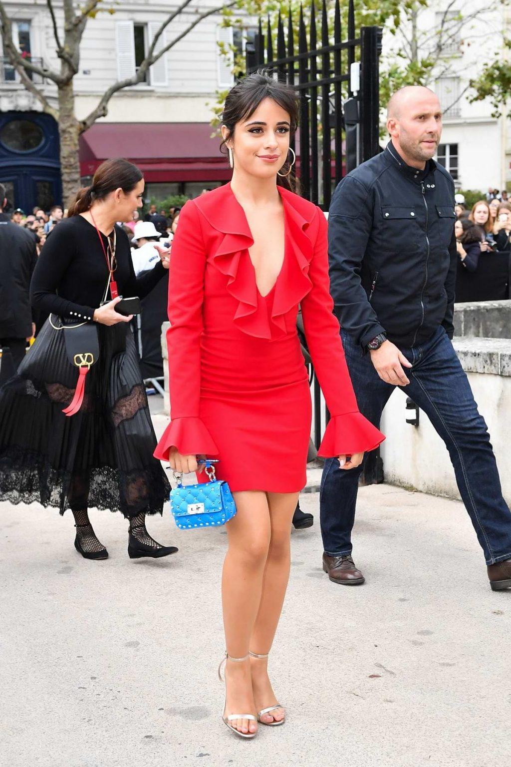 Camila Cabello tại show Valentino Xuân - Hè 2020 - tuần lễ thời trang Paris