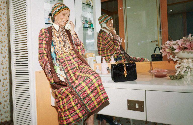trang phục họa tiết trong bộ sưu tập gucci cruise 2020
