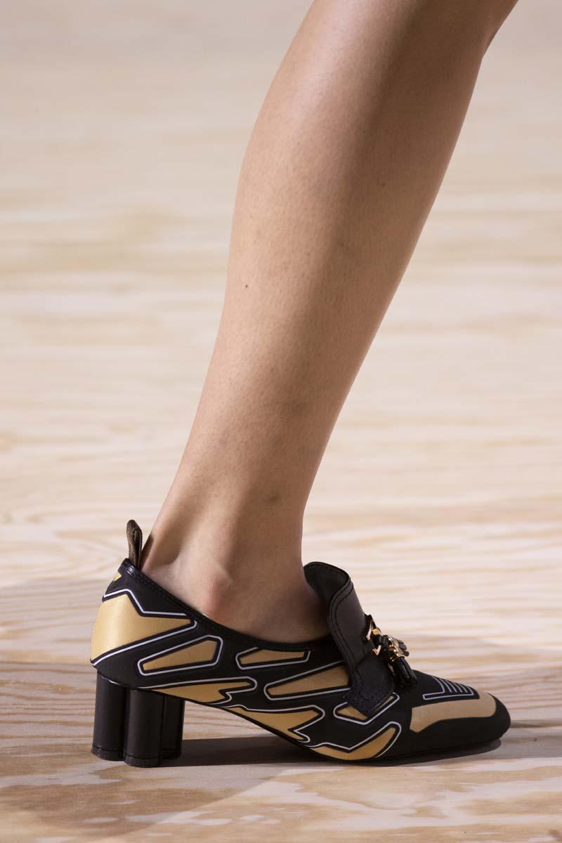 giày đế hình trụ họa tiết louis vuitton
