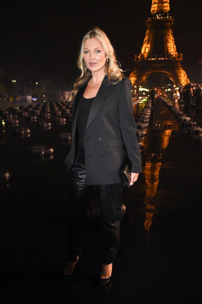 Kate Moss tham dự show Saint Laurent tại tuần lễ thời trang Paris xuân - hè 2020