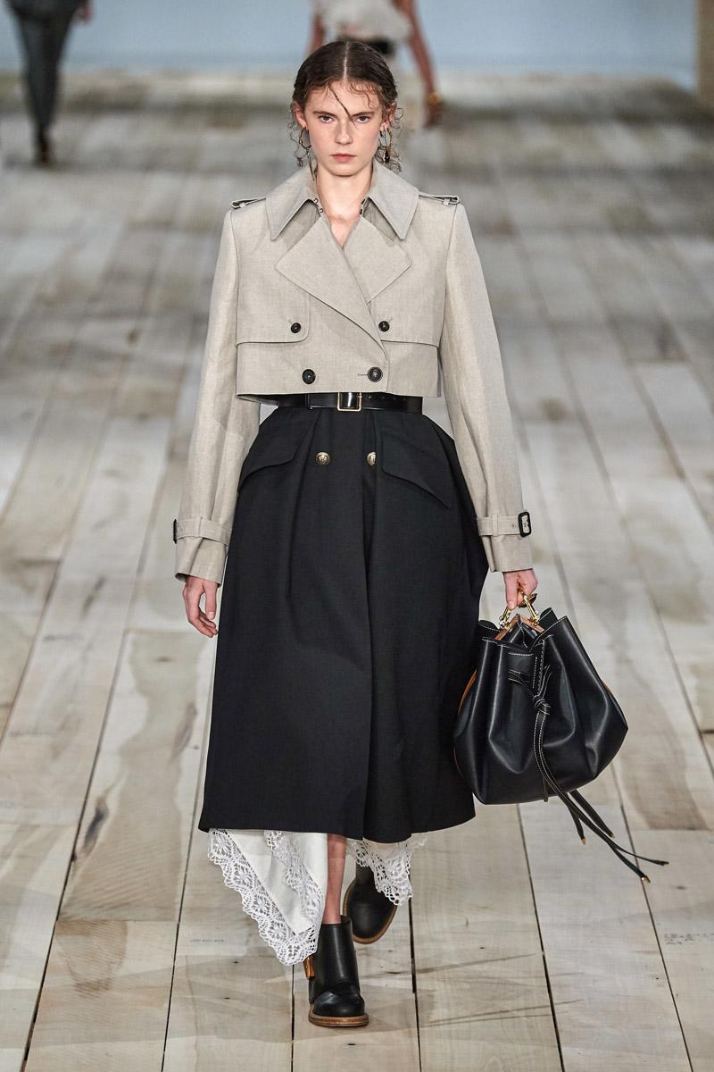 chân váy và áo blazer crop top alexander mcqueen