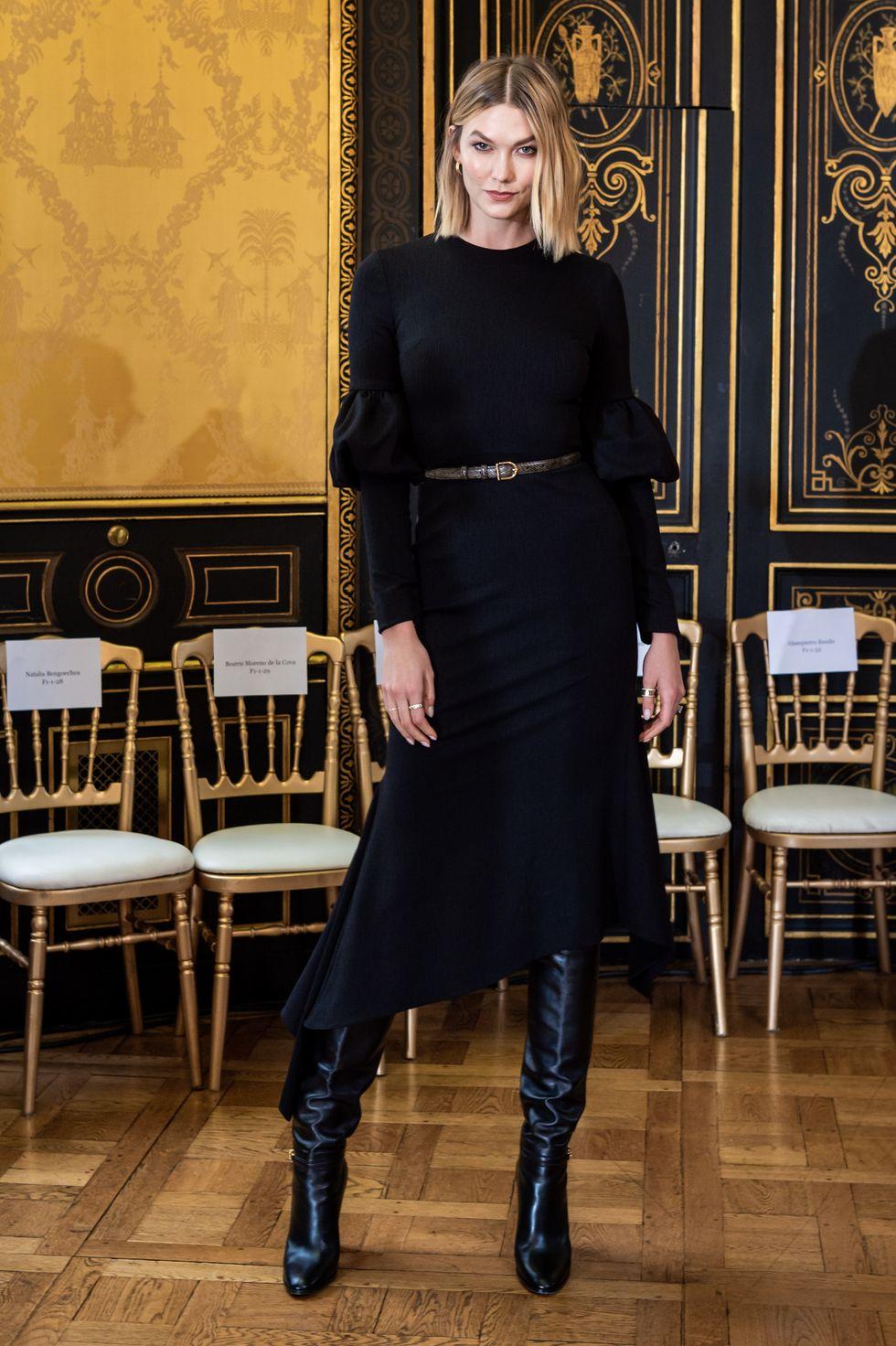 Karlie Kloss tham dự show Christian Siriano tại Tuần lễ thời trang Paris xuân hè 2020