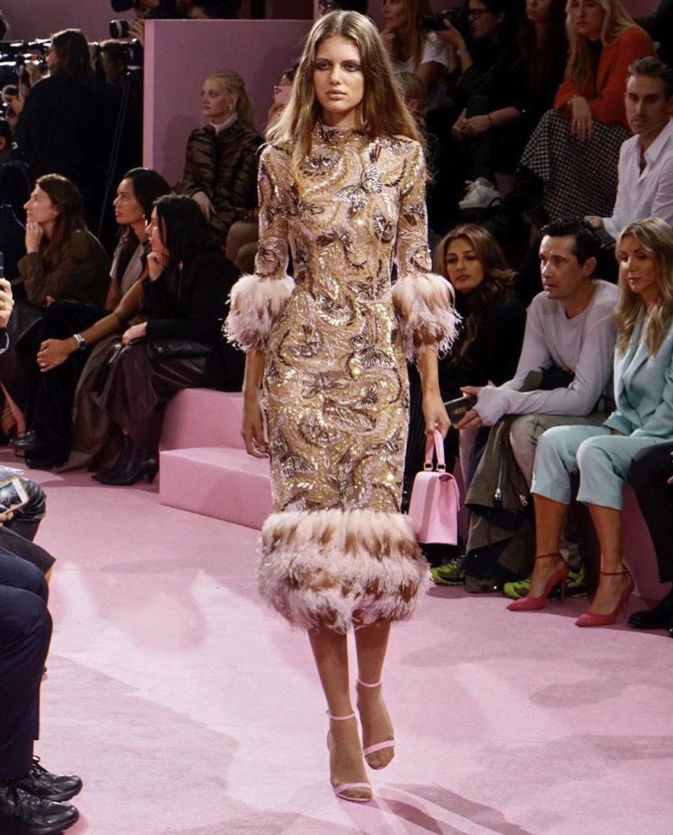 Một thiết kế trong BST Xuân - Hè 2020 của thương hiệu Ralph and Russo. Tuần lễ thời trang Paris