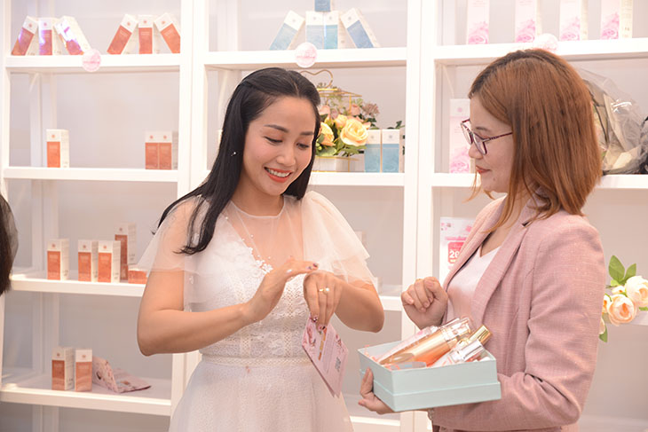 khai trương cửa hàng Roise Skin
