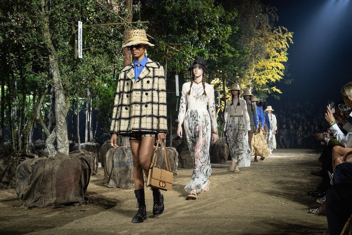 Sân khấu Dior tại tuần lẽ thời trang paris xuân hè 2020